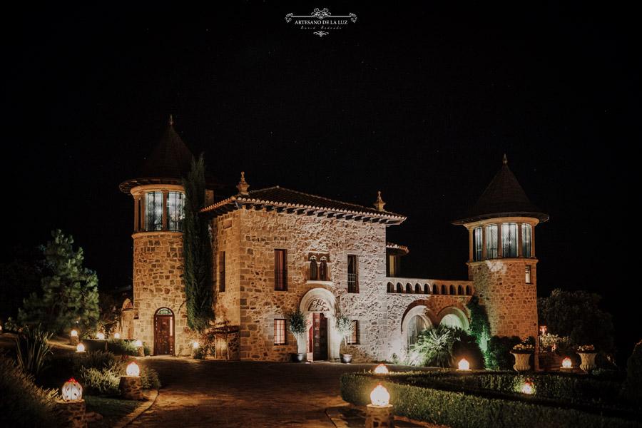 Aldea Santillana por la noche