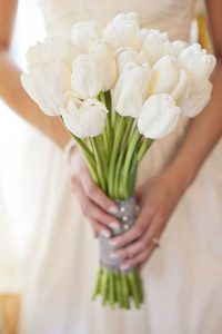 Ramo de novia con tulipanes blancos
