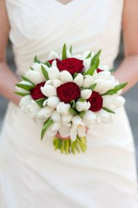 Ramo de novia con tulipanes y rosas