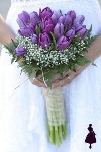 Ramo de novia con tulipanes morados