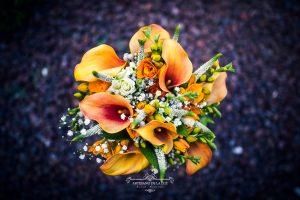 Ramo de novia con calas naranjas
