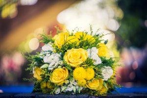 Ramo de novia con rosas amarillas