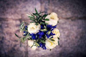 Ramo de novia con rosas blancas y olivo