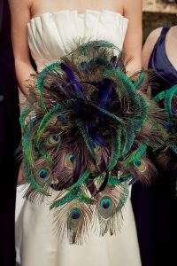 Ramo de plumas de pavo real